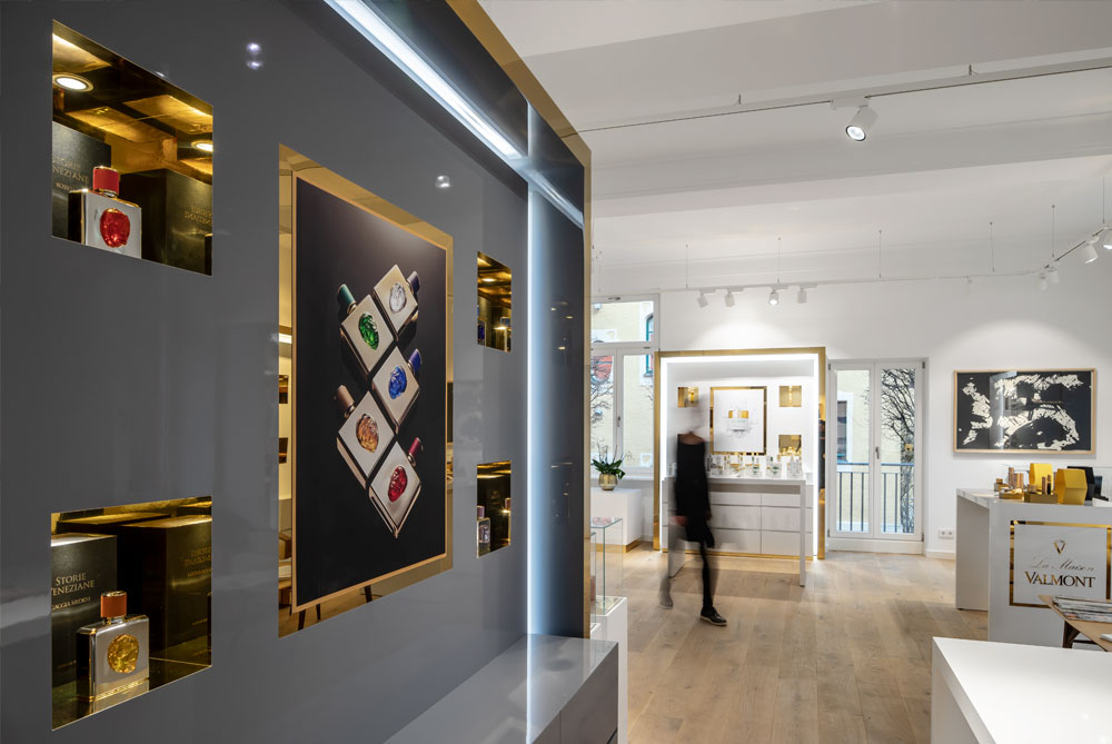 La Maison Valmont fascinates with beauty and art